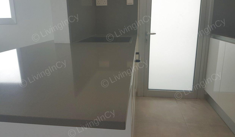 LivingInCy LCY R328 02